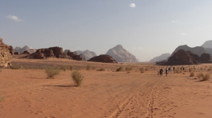 91 Desert walk (640x359)