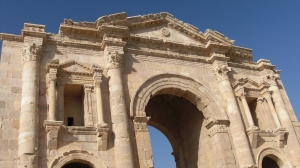 173 Hadrians arch Jerash (1024x575)